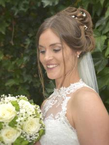 Hochzeitsfoto von Braut mit Blumenstrauß